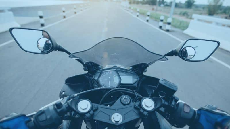 לוח מכוונים של אופנוע ומראות צד