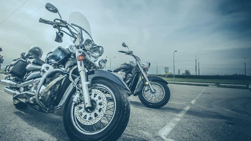 אופנוע בחניה