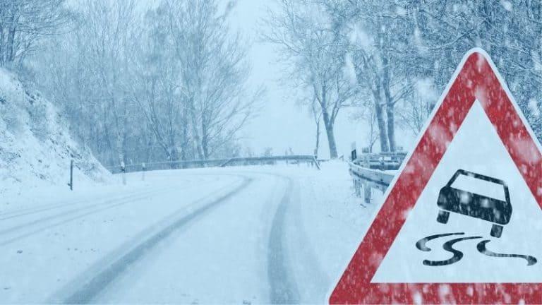 כביש עם שלג