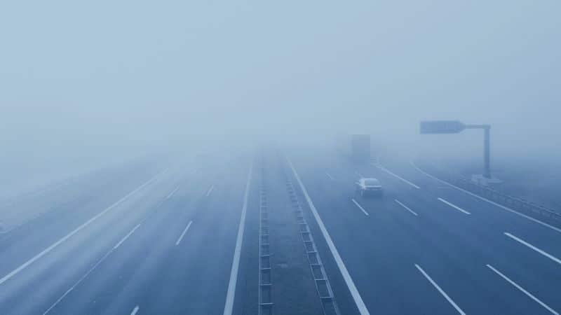 ערפל בכביש מהיר